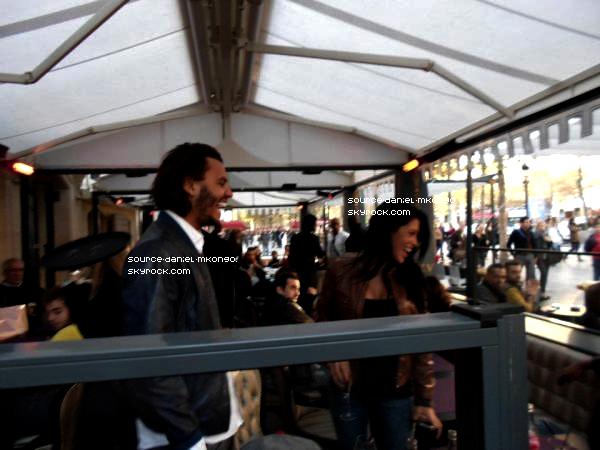 ♦ www.Source-Daniel-Mkongo.skyrock.com ; Daniel, Ayem, Saïmone & Juliette sur les Champs Elysées vers 19h00 Samedi 15 octobre. Il y avait une bonne ambiance !