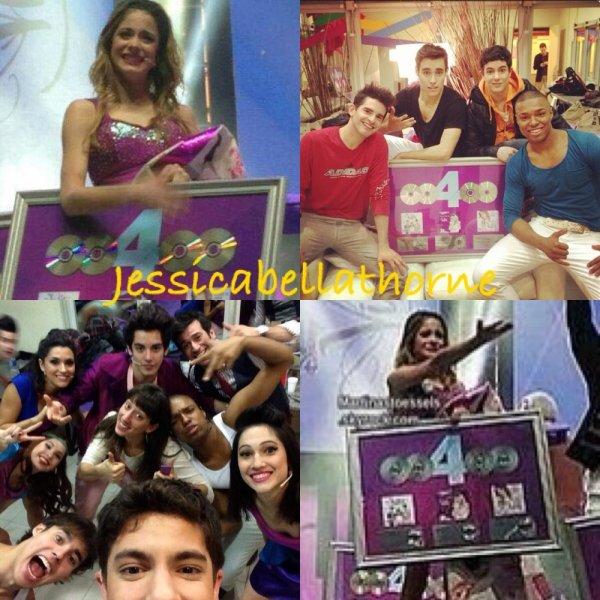 Le cast de Violetta a gagner 4 disques platine !