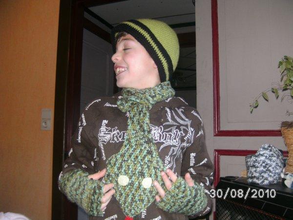 ensemble bonnet ,mitaine et écharpe serpent