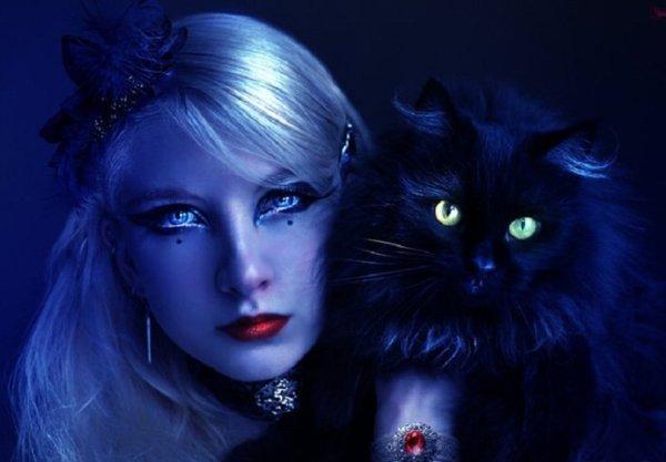 Femme et chat gothique