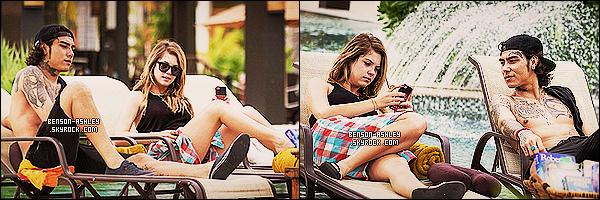 * 13/11/13 : Ashley  a pris quelques vacances mérité au soleil a la  Villa Del Palmar avec quelques amis à Cancun.  Ces vacances ce sont déroulé quelques temps après la fin du tournage de PLL.  Ashley   a profité des restaurants et tout ce qui va avec ! *