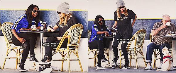 * 17/10/13 : Ashley  a été aperçue se promenant   avec une amie puis s'assoir en terrase  dans     Los Angeles.   Ashley  semble se promener tranquillement avec son amie dans une tenue toujours sombre enfin on a très clairement l'habitude un  ! *