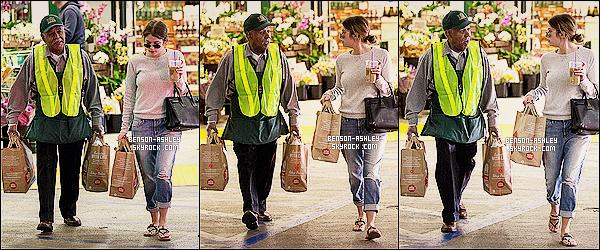 * 05/01/14 : Ashley  est de nouveau de sortie aujourd'hui pour faire ses courses au   Whole Food   a Los Angeles.  Je crois rever mais non c'est bien Ashley qui ne c'est pas habillé en noir comme a son habitude cela change et fait tout de même  plaisir  ! *