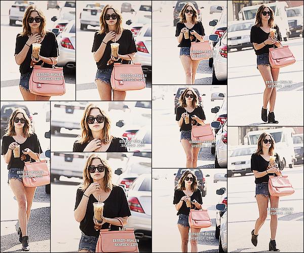 * 29/01/14 : Ashley  a été aperçu avec un café glacé dans les mains,    se balandant dans les rues de     Los Angeles.  Ashley nous fait une  belle sortie avec une tenue réellement magnifique. il y a beaucoup de couleur et j'aime beaucoup sa, c'est un TOP    ! *