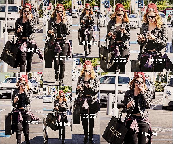 * 03/02/14 : Ashley  a été vu faire un peu de shopping dans la boutique de     Fred Segal  dans     West Hollywood.  Alors ce coup ci la tenue que nous propose Ashley n'est pas vraiment a mon gout j'aime pas vraiment l'assemblage c'est dommage ! *