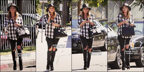 * 16/10/13 : Ashley  a été aperçue se promenant tranquillement lors de son petit passage a  dans     Santa Monica. Je suis mitigée quand a la tenue que  Ashley  qui nous propose une tenue a moitier satisfaisante ou j'aime le haut mais pas le bas  ! *