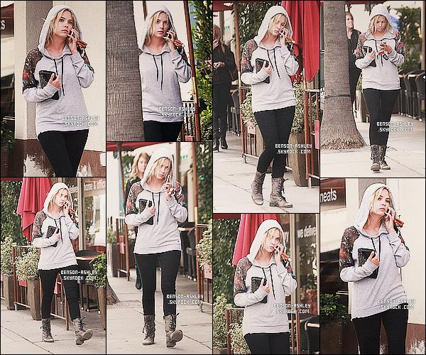 * 03/03/14 : Ashley a été aperçu avec Ryan Good après avoir été se chercher a café au    Tomando  a     Los Angeles.   Ashley a retrouvé sa couleur fétiche son noire avec une casquette bleu quand même mais bon. Je ne suis pas fan de cette tenue  ! *