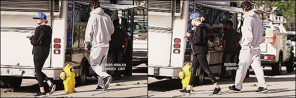 * 03/03/14 : Ashley est de nouveau sortie pour se rendre cette fois dans une   clinique  situer dans     Beverly Hills.  Je préfère cette tenue  d'Ashley contrairement a celle qu'elle avait plus tot dans la journée sa lui va bien quand même  je trouve Top! *