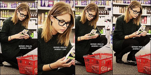 * 03/03/14 : Ashley a été aperçu cette fois ci se rendre a la    Pharmacie   puis être repartit  après a Los Angeles.  J'aime plutot cette tenue ci d'Ashley elle est vraiment jolie je trouve moi ce qui change vu que c'est foncé comme toujours mais bon ! *