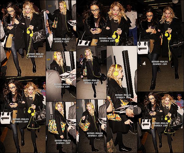 * 19/03/14 : Ashley a été aperçu avec sa co-star Shay Mitchell de retour de NYC  a l'aéroport   JFK    a Los Angeles.  Un total look noir pour Ashley que je n'apprécis pas spécialement mais je trouve que son sac casse tout ce noir donc sa lui va bien ! *