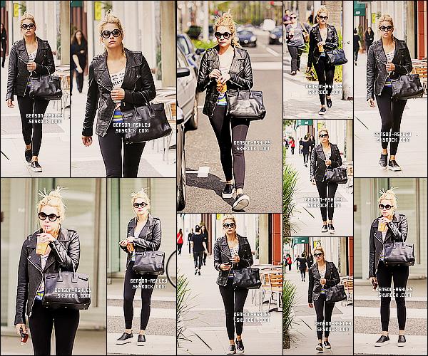 * 22/03/14 : Ashley a été aperçu avec une boisson  se rendant a une    gallerie d'art  situer   dans Beverly Hills.  J'aime bien la tenue d'Ashley sa lui va vraiment bien même si c'est du noir comme d'habitude mais c'est son style. J'aime son tee-shirt ! *
