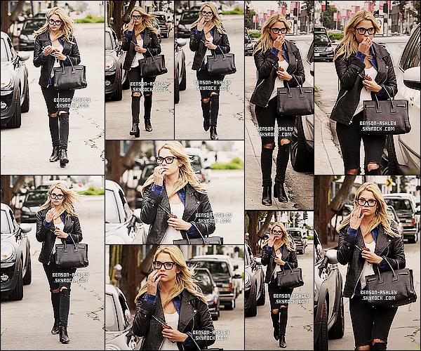 * 25/03/14 : Ashley a été aperçu en pleine ballade accompagné de   Ryan Good    situer en plein  Los Angeles.  On retrouve  Ashley étant très jolie dans sa tenue toute noir avec une chemise  bleu qui lui va super bien un vrai top pour elle  ! *