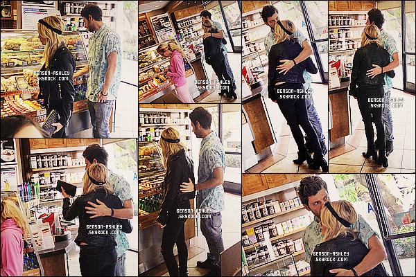 * 29/03/14 : Ashley a été aperçu accompagné de son petit copain Ryan Good a un    Coffee Bean   dans Hollywood.  On voit assez peu Ashley au premier abbord vu qu'on remarque surtout Ryan. Mais elle reste dans du classique tout noire alors bon  ! *