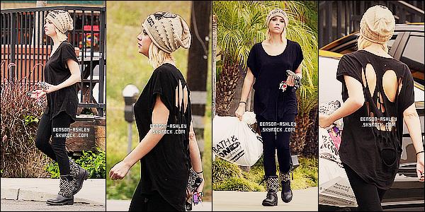 * 24/04/12 : Ashley a été aperçue avec Ryan a la sortie du restaurant    Carney's    a Studio City a Los Angeles.  Ashley avait l'air fatigué pour cette sortie. Niveau tenue elle reste dans ses  gouts habituels, l'éternel noir  mais  nous sommes habitués! *