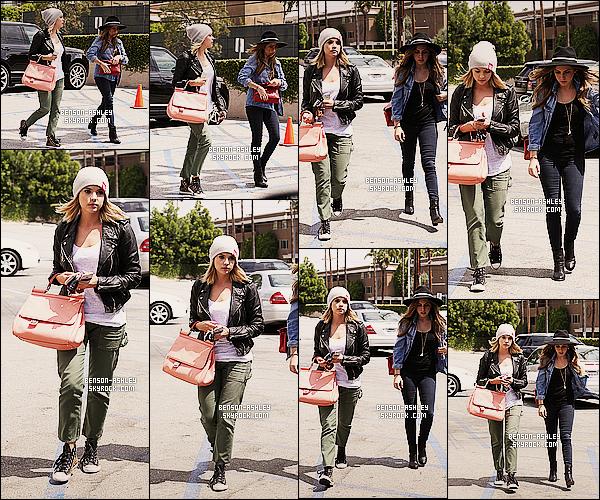 * 22/04/14 : Ashley a été aperçue avec une amie a la sortie du restaurant le    Casa Vega     situer dans Los Angeles.  Je ne suis pas vraiment fan de la tenue d'Ashley sauf le haut et la veste et aussi j'aime  le sac qui font  bien pour sa tenue quand même  ! *