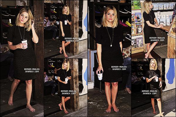 * 29/04/14 : Ashley a été aperçue a l'évenement pour    TOMS to Go One Day Without Shoes      dans Venice.  Ashley nous présente une tenue noire  classique mais  qui lui va quand même assez bien. Elle reste jolie  en noire et puis c'est habituelle ! *