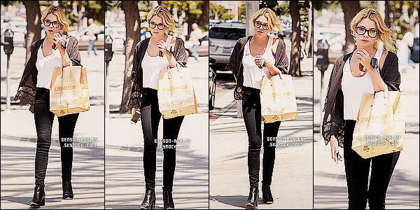 * 09/05/14 : Ashley a été aperçu après avoir fait des achats dans le supermarché    Erewhon  situé a Los Angeles.  Ashley a opté pour une tenue  simple et surtout décontracté mais qui n'en reste pas moins jolie et  élégante. Un Top pour cette tenue ! *