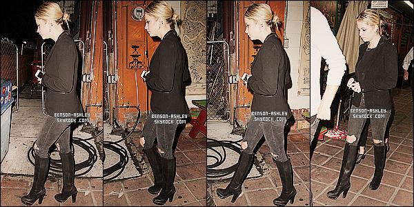 * 20/09/14 : Ashley a été aperçue seule avec son téléphone a la main en direction de chez elle       à   Los Angeles.  C'est une tenue noire pour Ashley, ce qui n'est pas une suprise pour le coup, nous sommes habitué. C'est assez bof cette fois ci   ! *