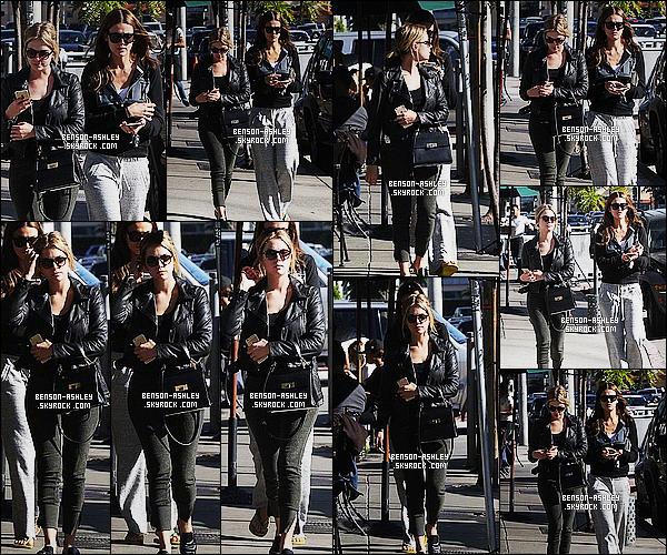 * 06/12/14 : Ashley a été aperçue en compagnie d'une amie sortant du    Urth Caffe  qui est  dans  West Hollywood Désolé pour la qualité des photos. Côté tenue elle est dans les mêmes ton que d'habitude c'est a dire du noir, c'est du Ashley pur quoi  ! *