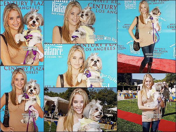* 19/10/06 : Ashley était présente  lors de l'évenement    Dine With Your Dog Day: Kick-Off   dans  Century City.  Ashley fait vraiment jeune et on voit un réel contraste avec maintenant. Elle fait très girly pour le coup mais on va dire que c'est bon     ! *