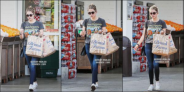 * 08/01/15 : Ashley a été aperçue  toute seule faire quelques courses a un    Bristol Farms    situé à  Beverly Hills.  Ashley est en mode décontracté pour faire ses courses mais çava. Par contre, elle semble assez fatiguée et se cache derrière ses lunettes    ! *