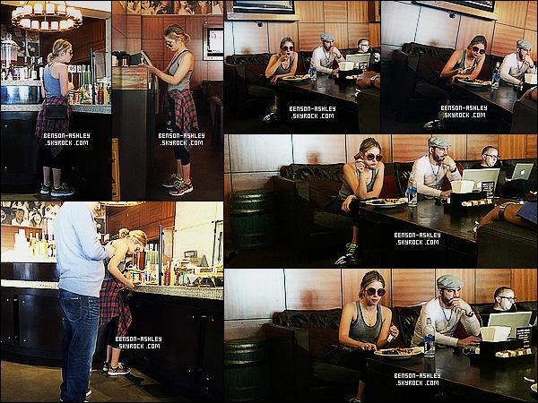 * 23/01/15 : Ashley a été aperçu  après avoir fait son sport dans un    Cafe Primo  qui est   situé à  West Hollywood. Une nouvelle fois en tenue de sport et c'est souvent la même alors bon il n'y a rien a en dire. Ashley semble néanmois fatigué cette fois     ! *