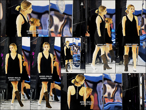 * 12/02/15 : Ashley a été aperçue accompagné d'une amie entrain de faire un peu de    shopping  à   Beverly Hills. C'est original  Ashley n'essaye qu'une seule botte pour ce faire une idée. Sinon, elle semble assez fatiguée et niveau tenue c'est du noir     ! *