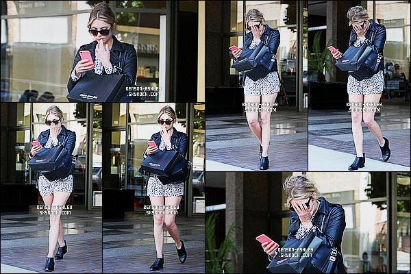 * 17/04/15 : Ashley a été aperçu  lorsqu'elle quittait le cabinet de son       dentiste   qui est situé dans  Beverly Hills. Ashley ne semble pas d'humeur a voir les paparazzi aujourd'hui. Néanmoins j'adore sa robe qui est juste magnifique, un sublime TOP    ! *