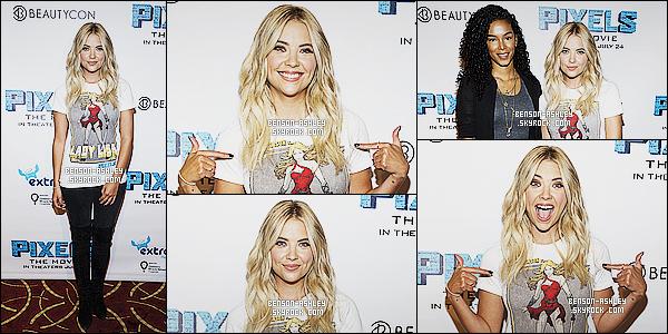 """* 12/07/15 : Ashley était présente lors du     BeautyCon  Special Screening of """"Pixels""""  situé dans Los Angeles. Ashley a décidé de faire  la promotion pour le film et son personnage en portant un tee-shirt sur Lady Lisa. J'aime bien tout de même   ! *"""