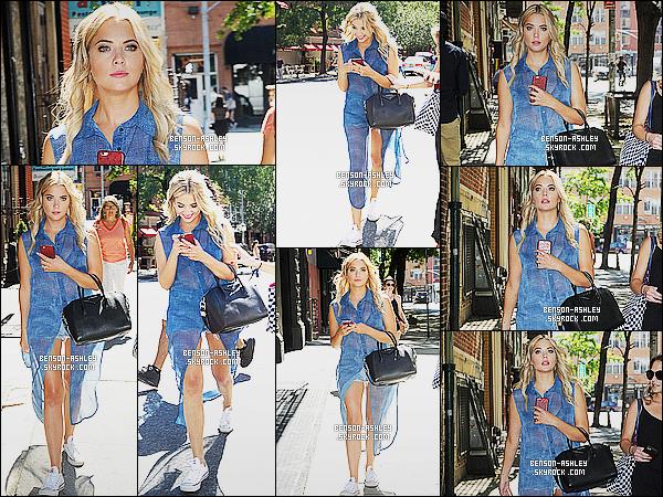 * 23/07/15 : Ashley a été aperçu accompagné d'amis entrain de se      promener  dans les rues de New York City. J'aime beaucoup la tenue d'Ashley a l'exception des chaussures qu'elle a choisit tout le reste est parfait. En particulier sa sorte de veste   ! *