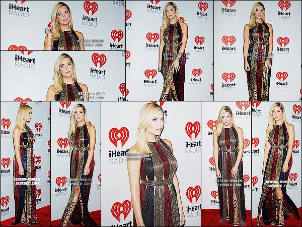 * 19/09/15 : Ashley était présente lors des  iHeartRadio Music Festival Day 2   qui était situé dans Las Vegas. Ashley ne nous a pas mis de noir ce qui est une bonne nouvelle, en revanche je ne raffole pas de cette robe qui semble terne,  FLOP   ! *