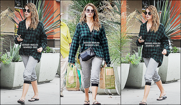 * 17/10/15 : Ashley a été aperçu, seule au moment ou elle quittait un   magasin   qui se situe dans  Los Angeles. Ashley a choisit une tenue vite fait pour aller faire quelques courses au vu de ce qu'elle propose et de comment elle est, c'est un FLOP  ! *