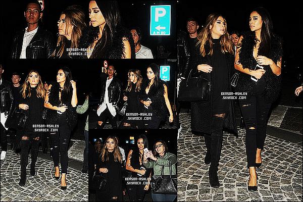 * 26/10/15 : Ashley a été aperçu en compagnie de Shay Mitchell a la sortie d'un   restaurant    qui est situé à   Milan. Encore une fois la tenue d'Ashley est un total look noir mais pour ce coup je trouve que c'est plutôt bien alors on peut mettre un TOP  ! *
