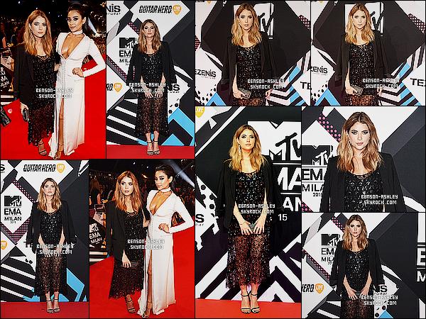 * 25/10/15 : Ashley a été aperçu lors des   MTV European Music Awards   qui se déroulait  dans   Milan en Italie. C'est une jolie tenue que nous propose Ashley. Mais je trouve la veste un peu en trop ce qui n'empêche pas a la tenue d'être un TOP  ! *