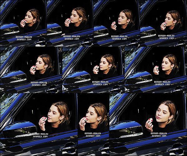 * 13/11/15 : Ashley a été aperçu seule dans sa voiture entrain de se   remaquiller   dans les rues de  Los Angeles.  Ashley était dans une tenue noire mais on ne l'a voit pas trop en revanche je trouve qu'elle est jolie quand même, c'est jolie donc TOP  ! *