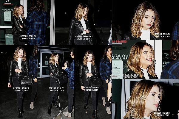 * 14/11/15 : Ashley a été aperçu en compagnie d'une amie à la sortie du concert de   J. Bieber     dans  Los Angeles.  Encore une fois,  Ashley a choisit de nous montrer une tenue toute noire qui est plutôt jolie et que j'apprécie bien c'est  un très jolie TOP  ! *