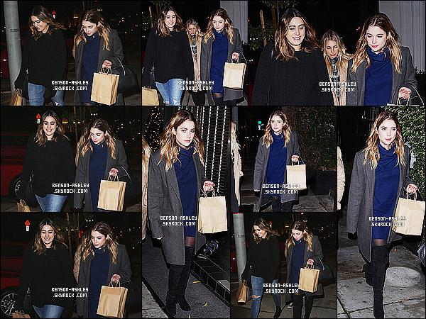 * 13/12/15 : Ashley a été aperçu en compagnie d'une amie à la sortie du restaurant  Craig's     situé à  Hollywood.  Ashley portait une robe bleu plutôt sympa mais je trouve que toute la tenue ne va pas très bien ensemble c'est  un FLOP pour le coup ! *