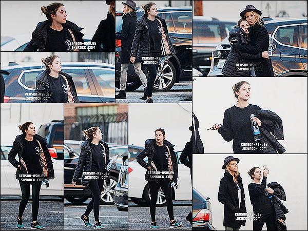 * 05/01/16 : Ashley a été aperçu accompagné d'une de ses amies  en pleine rue  qui est situé à      West Hollywood.  Tenue noir Ashley a une nouvelle fois sortie cette couleur de son dressing. Je n'aime pas du tout ce qu'elle porte sur ce coup  un flop ! *