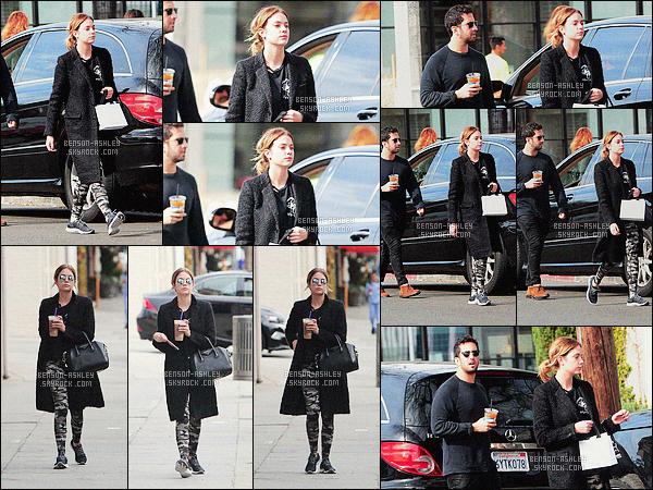 * 22/01/16 : Ashley a été aperçu avec un de ses amis après avoir été prendre un bon café            dans  West Hollywood.   Un legging camouflage, des baskets et une grande veste noire résume la tenue d'Ashley, malheuresement l'ensemble ne vas pas      FLOP    ! *