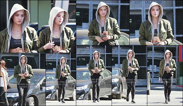 * 07/02/16 : Ashley a été aperçu seule capuche sur la tête et assez fatiguer se promenant            dans  West Hollywood.   On connait bien cette tenue surtout ce legging  qu'Ashley porte souvent. L'ensemble va  mais bon ce n'est pas exceptionnelle  -  un  BOF    ! *
