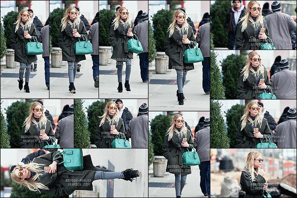 * 19/02/16 : Ashley a été aperçu seule entrain de se balader dans les rues de      Soho      situé dans - New York City.    Ashley avait une tenue  simple il n'y a pas grand chose a en dire par contre son sac est vraiment jolie, j'aime  cette couleur -   jolie TOP    ! *