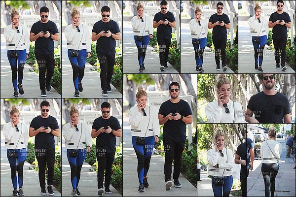 * 08/03/16 : Ashley a été aperçu se promenant avec un de ses amis  dans   Melrose Place       situé  dans  Hollywood.  Ashley a le haut de sa tenue qui est assez sympa, la veste est jolie en revanche je n'aime pas le leggins  ni les baskets -  c'est un petit BOF    ! *