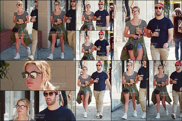 * 17/03/16 :- Ashley a été aperçu accompagné d'un ami  entrain de faire du   shopping        situé dans - Beverly Hills.  J'aime bien la tenue d'Ashley elle est sympa. L'ensemble est assez harmonieux, le short est très jolie avec les baskets et le haut -  un   TOP    ! *