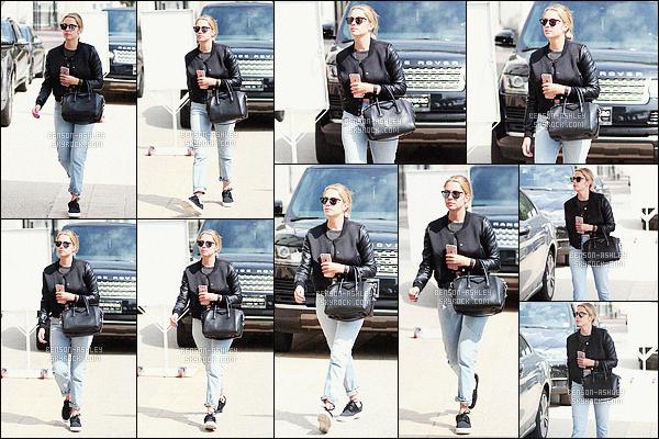 * 20/03/16 : Ashley a été aperçu toute seule   entrain de faire un peu de    shopping         dans les rues de  Los Angeles.  La tenue d'Ashley est sympa dans son genre je trouve que chaque éléments de la tenue vont ensembles ce qui fait bien -    un petit  TOP    ! *