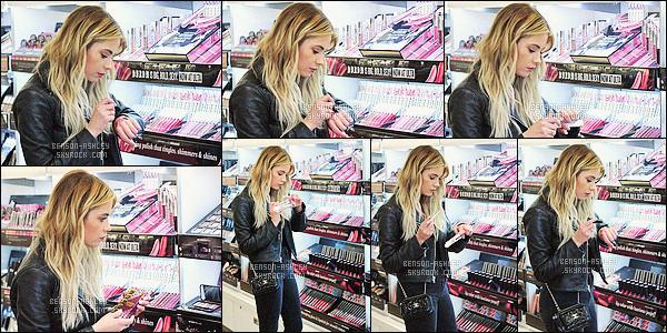 * 21/03/16 :- Ashley a été aperçu entrain de tester des cosmétiques au    Ulta Beauty          situé dans -  Los Angeles.  Ashley a chosit de mettre une tenue entièrement noire mais je trouve que ce qu'on en voit est assez sympa  -   alors c'est un gros  TOP    ! *