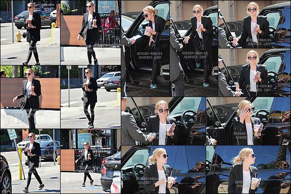 * 23/03/16 :- Ashley a été aperçu seule se rendant dans un     Coffee Bean      et un   Tea Leaf      situé à -  Los Angeles.  Ashley nous présente une tenue avec une petite veste très simple mais classe par contre je ne comprends pas les chaussures   -    un   TOP    ! *