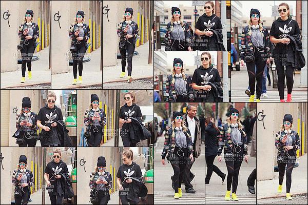 * 07/04/16 : Ashley a été aperçu accompagné d'une de ses amies se     promenant       dans  les rues de  Los Angeles.  Ashley - a une tenue très streetwear mais que je trouve vraiment très jolie, j'aime beaucoup ce style et il lui va -  c'est un très jolie TOP    ! *