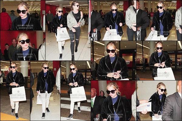 * 08/04/16 -:- Ashley a été aperçu avec une amie a la sortie de l'aeroport   LAX     qui est situé   dans -  Los Angeles.  Ashley semble être  fatigué donc elle se cache a travers ses lunettes de soleil puis concernant sa tenue elle veux être confortable  -    FLOP    ! *