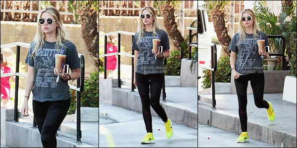 * 20/04/16 : Ashley a été aperçu à la sortie de son cours de     GYM    avec un petit café  situé dans         West Hollywood.  Il n'y a rien a dire a propos de cette tenue d'Ashley une nouvelle fois il s'agit d'une tenue de sport  basique  mais j'aime pas les baskets     ! *