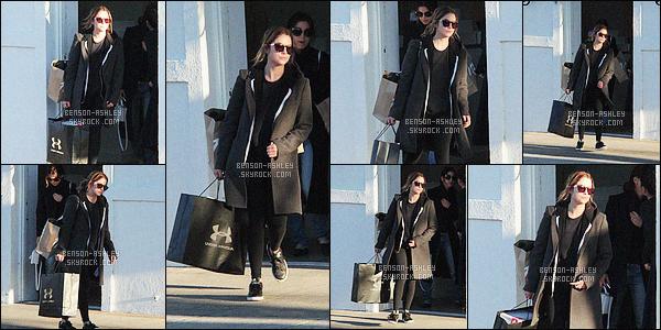 * 22/04/16 : Ashley a été aperçu accompagné d'une amie faire un peu de     shopping    situé dans  -         Los Angeles.  Ashley nous montres encore une fois une tenue toute noire mais cette fois je n'aime pas vraiment c'est vraiment triste - c'est un FLOP    ! *